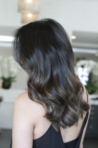 Яркая брюнетка Актуальный цвет волос 2019: окрашивание, цвета, техника, фото