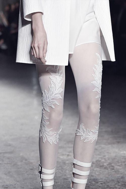 Модные и стильные женские колготки сезона весна-лето 2019