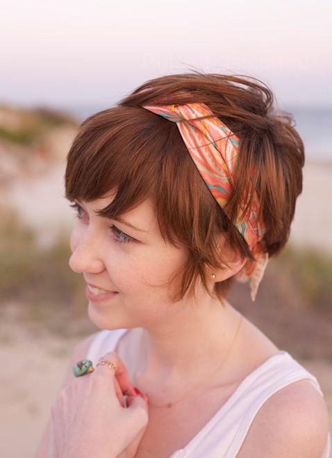 Стильная прическа  для коротких волос фото