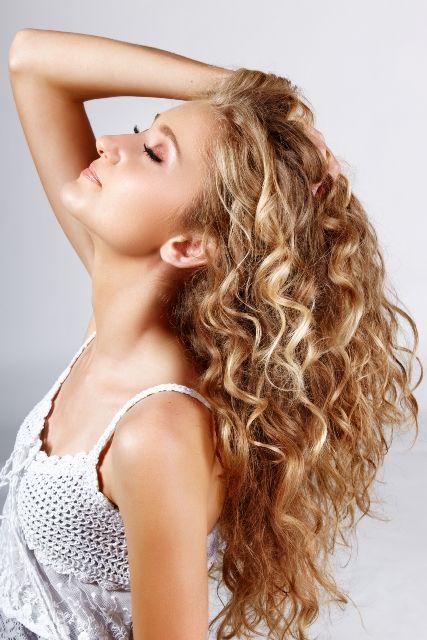 Как выбрать варианты для химической завивки на длинные волосы?