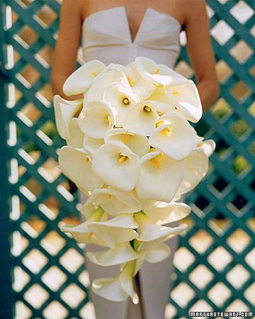 свадебный букет каскад из калл