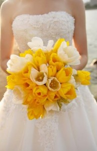 свадебный весенний букет из тюльпанов