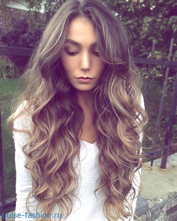 Как сделать объем на длинные волосы?