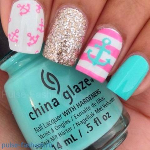 Ногти ярко розовые на море