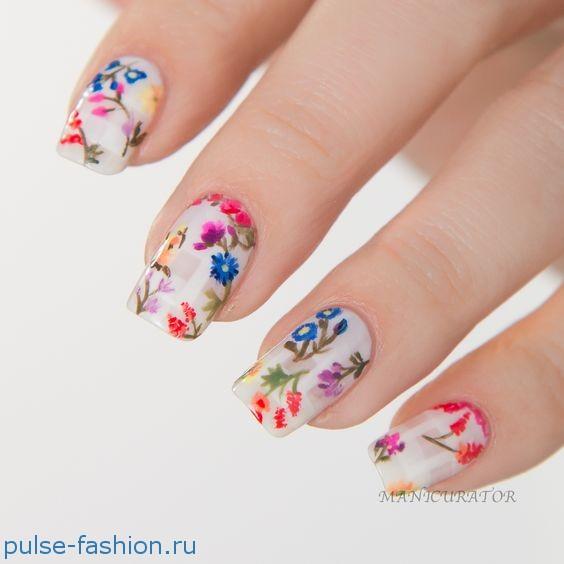 Весенний маникюр с цветами 2020