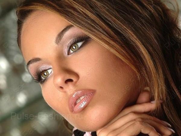 Мейкап для брюнеток с зелёными очами